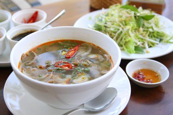 【越南美食/街邊小吃大集合】一覽10種舌尖上的享受!道地越南路邊小吃,附西寧美食花費總覽
